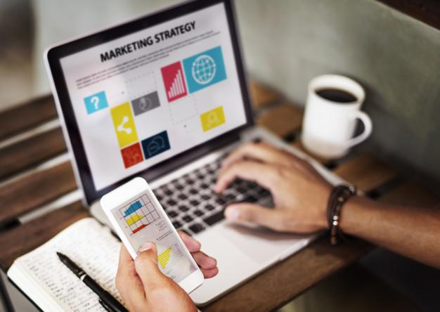 Marketing Strategy Connting Digital Devices Concept. El Marketing online para negocios locales representa una excelente estrategia de posicionamiento local y al alcance de cualquier presupuesto.